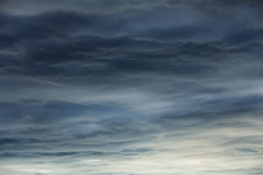 Dramatic sky background with dark clouds Royalty Free Stock Photos