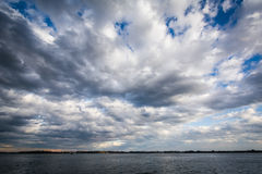 Dramatic sky over Lake Ontario, seen from the Harbourfront, in T. Oronto, Ontario Stock Photography