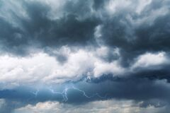 Free Dramatic Storm Clouds With Rain Royalty Free Stock Photo - 186369775