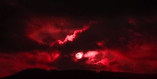 Dramatic sunset_red Stock Photos