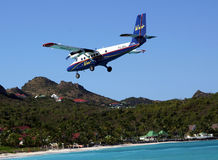 Dramatic Winair plane landing at St Barts airport. ST. BARTS, FRENCH WEST INDIES - JANUARY 21:Dramatic Winair plane landing at St Barts airport on January 21 royalty free stock photography