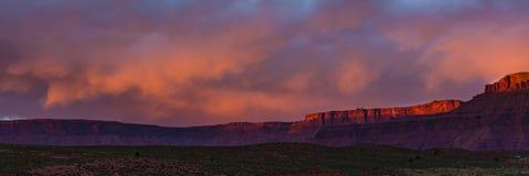 Dramatisch onweer bij zonsondergang in Canionland van Zuidelijk Utah royalty-vrije stock foto