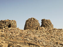 Dramatisch opgesteld boven op een rotsachtige rand royalty-vrije stock foto's