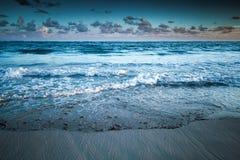 Dramatisch overzees landschap, de Gestemde foto van de Atlantische Oceaan kust Royalty-vrije Stock Fotografie