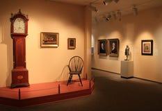 Dramatisch voorbeeld van portretten en meubilair in één tentoongesteld voorwerp, het Museum van Peabody Essex, Salem, Massa, 2017 royalty-vrije stock foto
