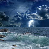 Stormachtige overzees, bliksem Royalty-vrije Stock Afbeeldingen