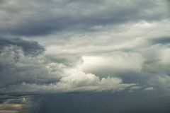 Dramatische Bewolkte Hemelachtergrond Stock Foto