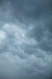 Dramatische Cloudscape Stormachtige wolken op de hemel Royalty-vrije Stock Afbeeldingen