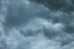 Dramatische Cloudscape Stormachtige wolken op de hemel Stock Afbeeldingen