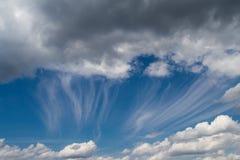 Dramatische cloudscape van de zomerdag Royalty-vrije Stock Foto's