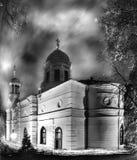 Dramatische foto Ð  van een kerk op de vooravond van Pasen stock afbeelding