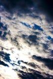 Dramatische hemel bij zonsondergang vóór de orkaan Royalty-vrije Stock Fotografie