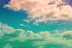 Dramatische hemel en kleurrijke wolken stock foto's
