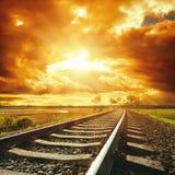Dramatische hemel en spoorweg royalty-vrije stock foto's