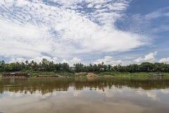Dramatische hemel op Luang Prababng en de Mekong rivier, Laos royalty-vrije stock foto