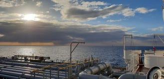 Dramatische hemel op nieuwe schip overzeese proef royalty-vrije stock afbeeldingen