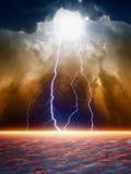 Dramatische humeurige hemel stock afbeeldingen