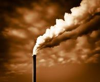 Dramatische industriële rook Stock Afbeeldingen