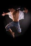 Dramatische lichte foto van het moderne acrobaat springen Stock Foto