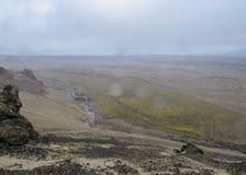 Dramatische mening over Askja: onvruchtbaar landschap en eerste groene mosvegetatie, in Hooglanden van IJsland, Europa royalty-vrije stock foto's