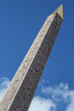 Dramatische mening van een Egyptische obelisk Royalty-vrije Stock Afbeeldingen