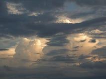 Dramatische onweerswolken Stock Foto
