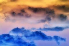 Dramatische Oranje & Blauwe Wolken Stock Foto's