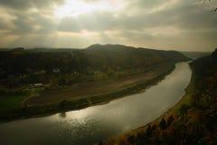 Dramatische rivier royalty-vrije stock afbeelding