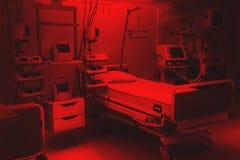 Dramatische rode kleuren vrees en bezorgdheids de ruimteintensive care van de het ziekenhuisnoodsituatie modern materiaal, concep royalty-vrije stock afbeeldingen