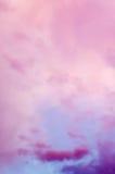 Dramatische roze wolken royalty-vrije stock afbeelding