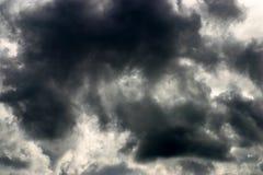 Dramatische stormachtige hemel stock afbeelding