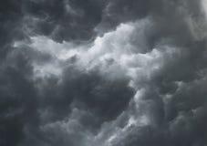 Dramatische stormachtige wolken Stock Afbeelding