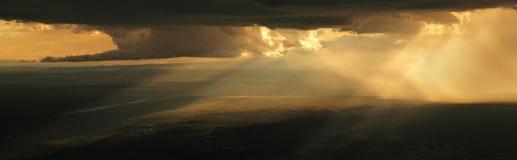 Dramatische Stormachtige Zonsondergang Royalty-vrije Stock Afbeeldingen