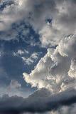 Dramatische verticale wolken, Royalty-vrije Stock Fotografie