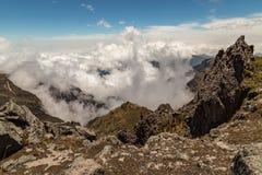 Dramatische witte wolken royalty-vrije stock afbeelding