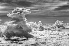 Dramatische Wolk in Zwart-witte Kleur stock fotografie