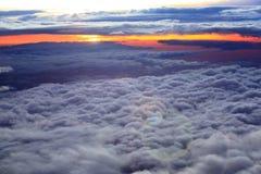 Dramatische wolken en de schemering Stock Foto