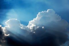 Dramatische wolken en hemel royalty-vrije stock afbeelding