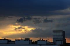 Dramatische Wolken over Wroclaw-Stad, Polen, Mei 2018 stock foto's