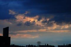 Dramatische Wolken over Wroclaw-Stad, Polen, Mei 2018 royalty-vrije stock foto
