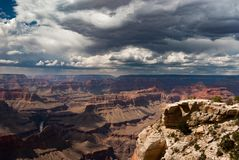 Dramatische zonsondergang in Grand Canyon, de V.S. stock foto