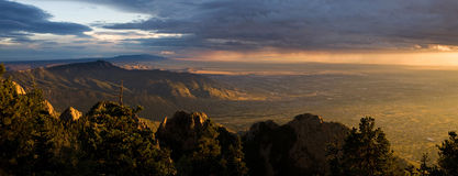 Dramatische Zonsondergang over Albuquerque, NM Stock Foto