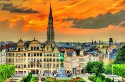 Dramatische zonsondergang over Brussel stock afbeeldingen