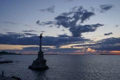 Dramatische zonsondergang over het overzees in Sebastopol Stock Foto's