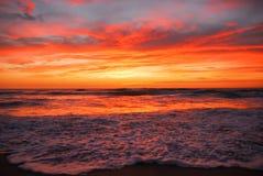 Dramatische zonsopgang over oceaan Stock Afbeelding
