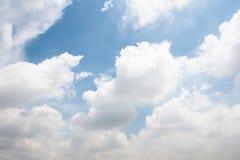 Dramatisk atmosfärpanoramasikt av härlig tropisk blå himmel Royaltyfri Foto