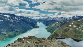 Dramatisk bergklippa Norge Arkivfoton