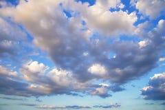 dramatisk cloudscape Arkivbild