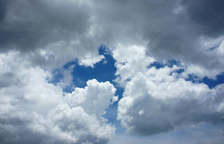Dramatisk cloudscape, molnhimmel Royaltyfria Foton