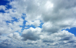 Dramatisk cloudscape, molnhimmel Fotografering för Bildbyråer